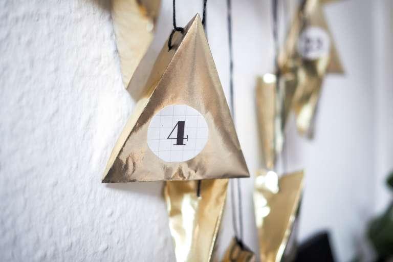 Living At Home Adventskalender diy adventskalender in ösem gold paulsvera