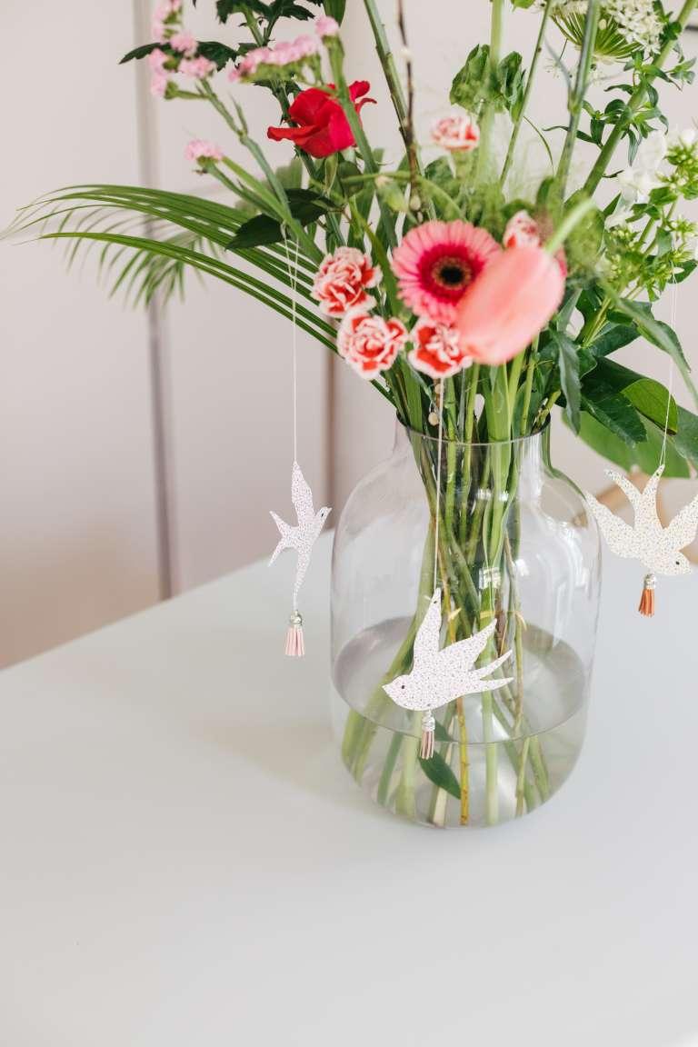 DIY Fruhlingsdeko osterdeko Schwalben Deko Papier bloomon Blumen liefern 5
