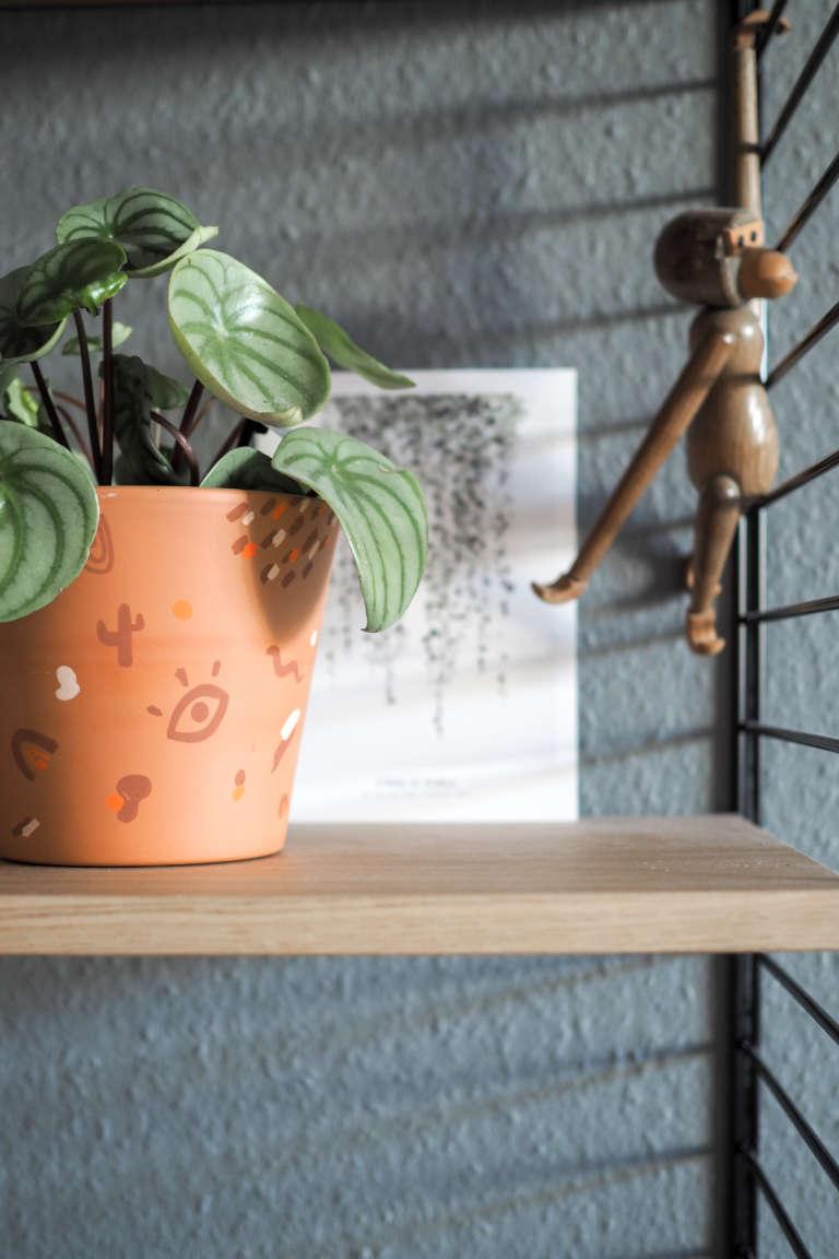 DIY-Blumentopf-gestalten-bemalen-Blumentopf-basteln-abstraktes-Muster-Pilot-pintor-paulsvera