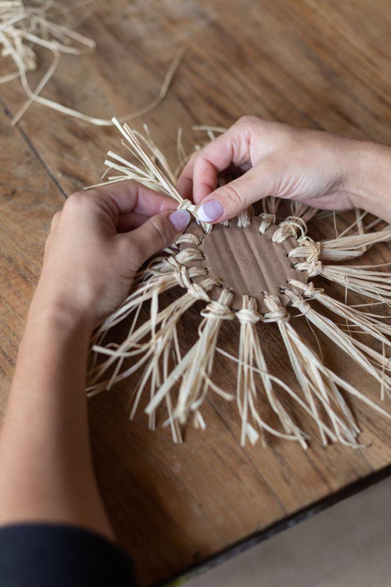 DIY Idee Pappe Karton Upcycling Lowe Kinderzimmer Wanddeko Dekoration Bast studiovea 7