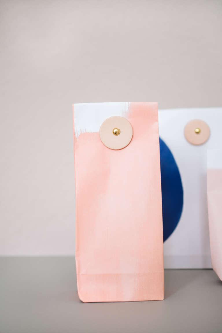 Geschenke Verpacken Geschenktüten Mit Lederverschluss