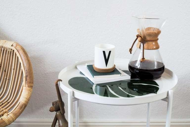 DIY Möbel Tabletttisch mit Monsterablatt einfach selber machen Anleitung mit Gießharz Eingießen von Pflanzen mit Gießharz paulsvera