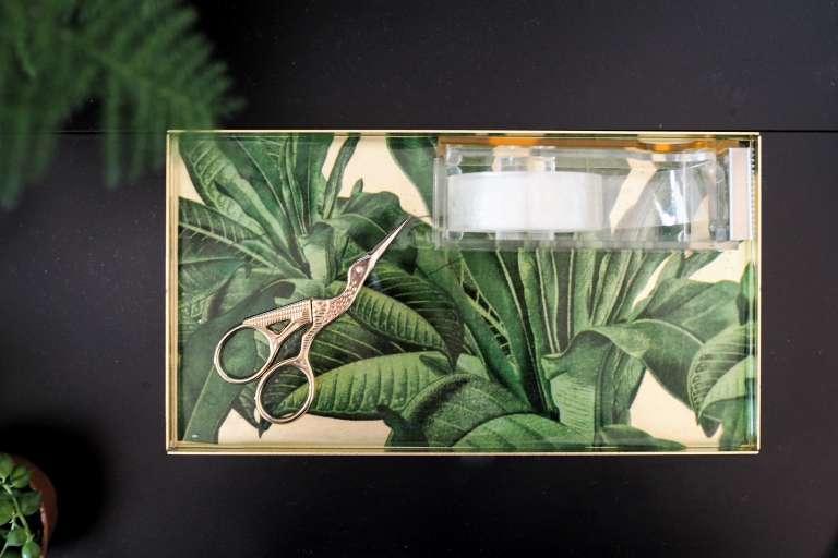 DIY Deko Idee mit Gießharz Epoxid kristallklar Pflanzen eingießen Tablett selber machen