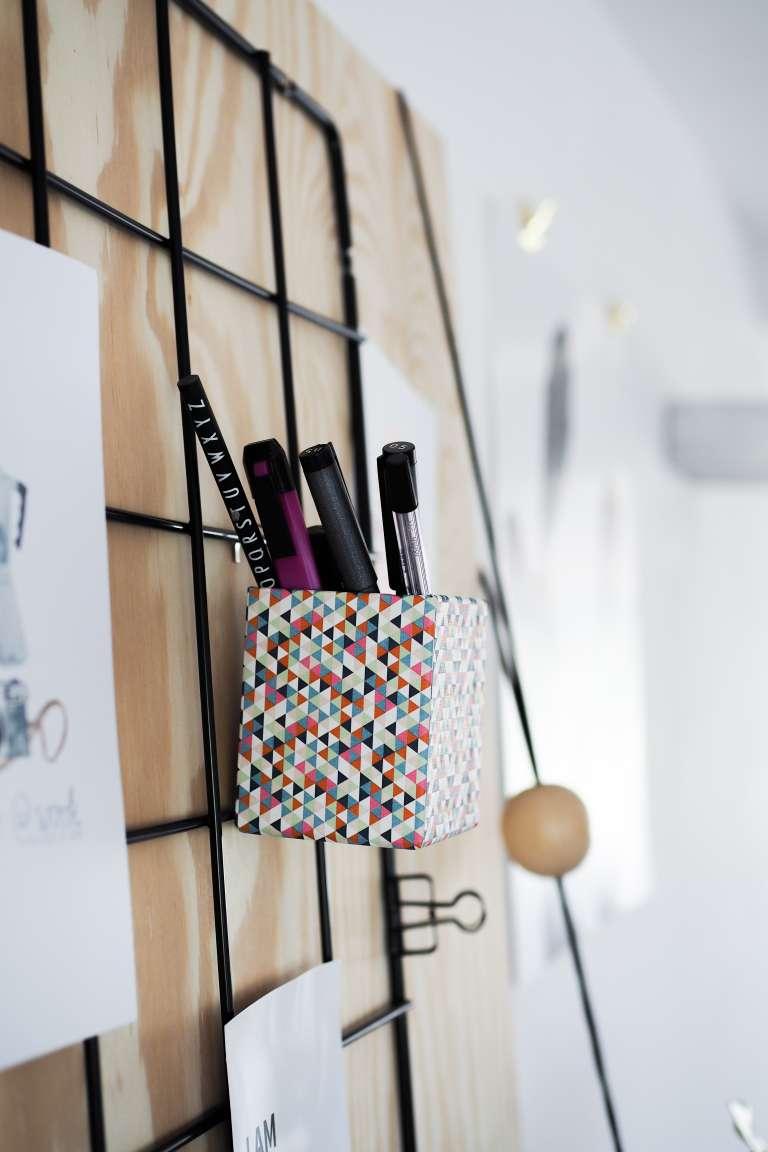 ikea hack diy wand organizer obsigen. Black Bedroom Furniture Sets. Home Design Ideas