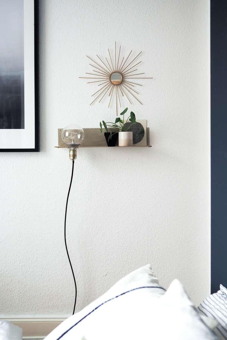 DIY Regal DIY Deko DIY Zuhause DIY Home DIY Lampe selbst gemachtes Wandregal in gold und weißer Eames Stuhl  DIY Blog Interior Blog paulsvera