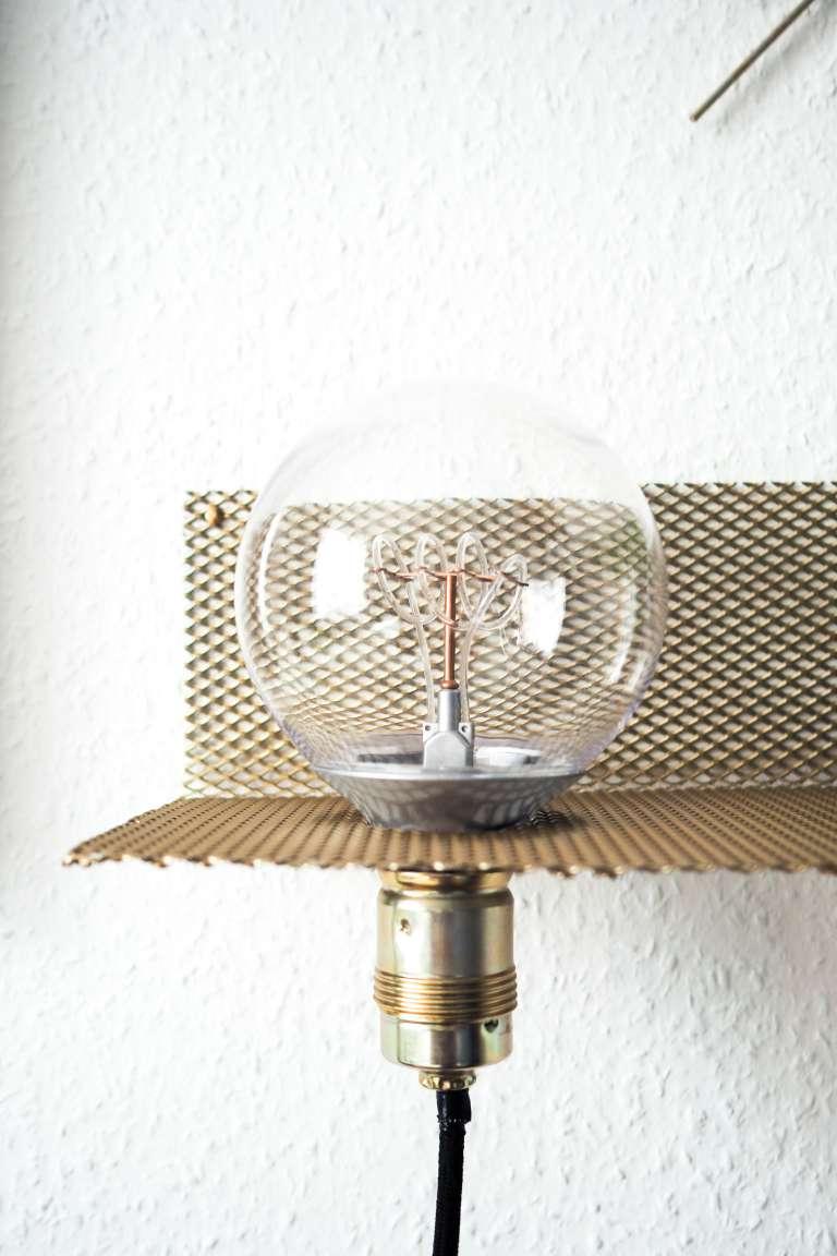 diy stylisches wandregal mit leuchte paulsvera. Black Bedroom Furniture Sets. Home Design Ideas