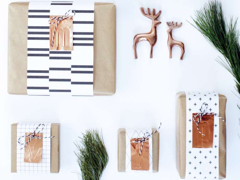 DIY_Geschenkpapier-Geschenkverpackung-Geschenkanhaenger-Kupfer-Initialen-monochrom-grafisch-Freebie-ausdrucken-Idee-Weihnachten_paulsvera_8