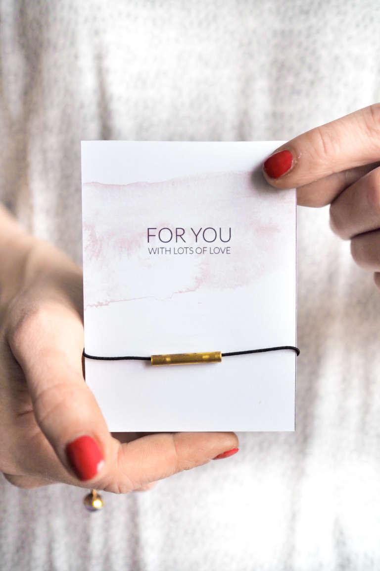 freundschaftsarmbänder-selber-machen-DIY-Schmuck-selber-machen-Valentinstag-Geschenke-selbst-gemachter-Schmuck-paulsvera