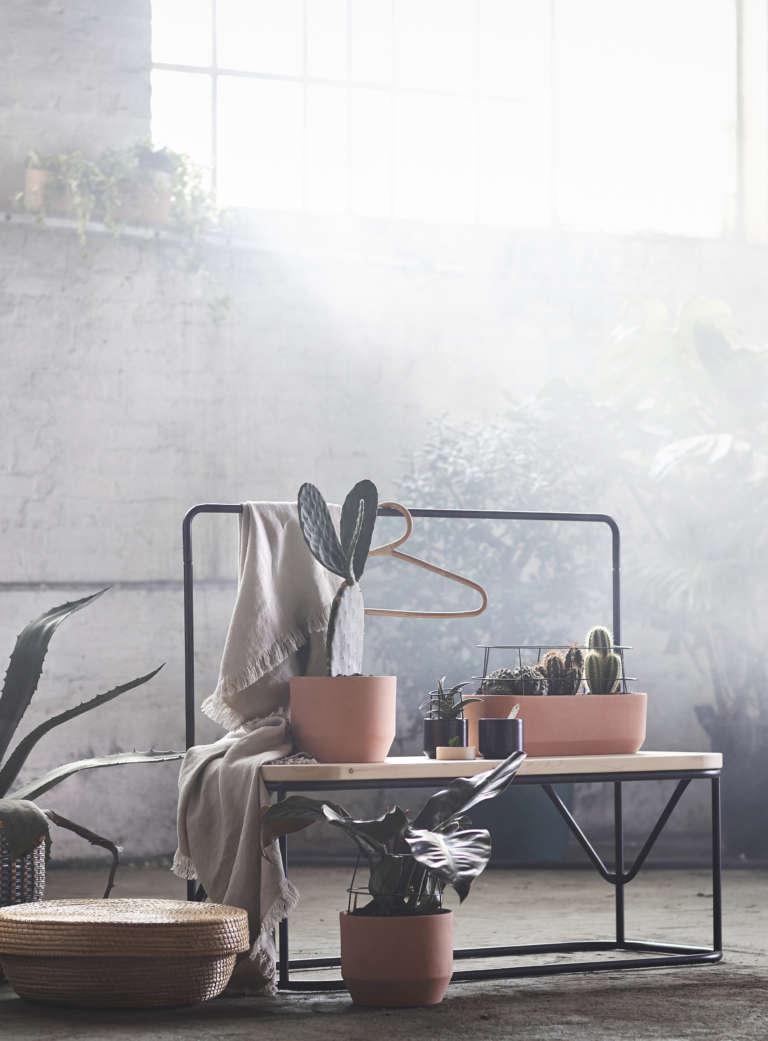 IKEA-HJÄRTELIG-Kollektion-2018-bank-pflanztopfe-kleiderstander-paulsvera