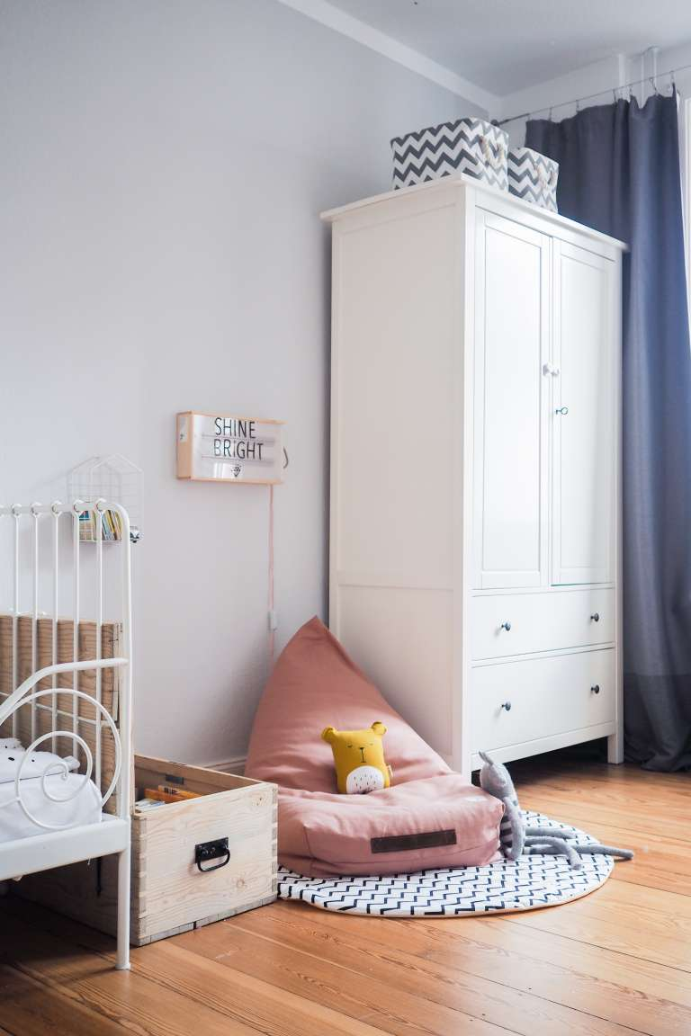 unser zuhause die neue leseecke im kinderzimmer paulsvera. Black Bedroom Furniture Sets. Home Design Ideas