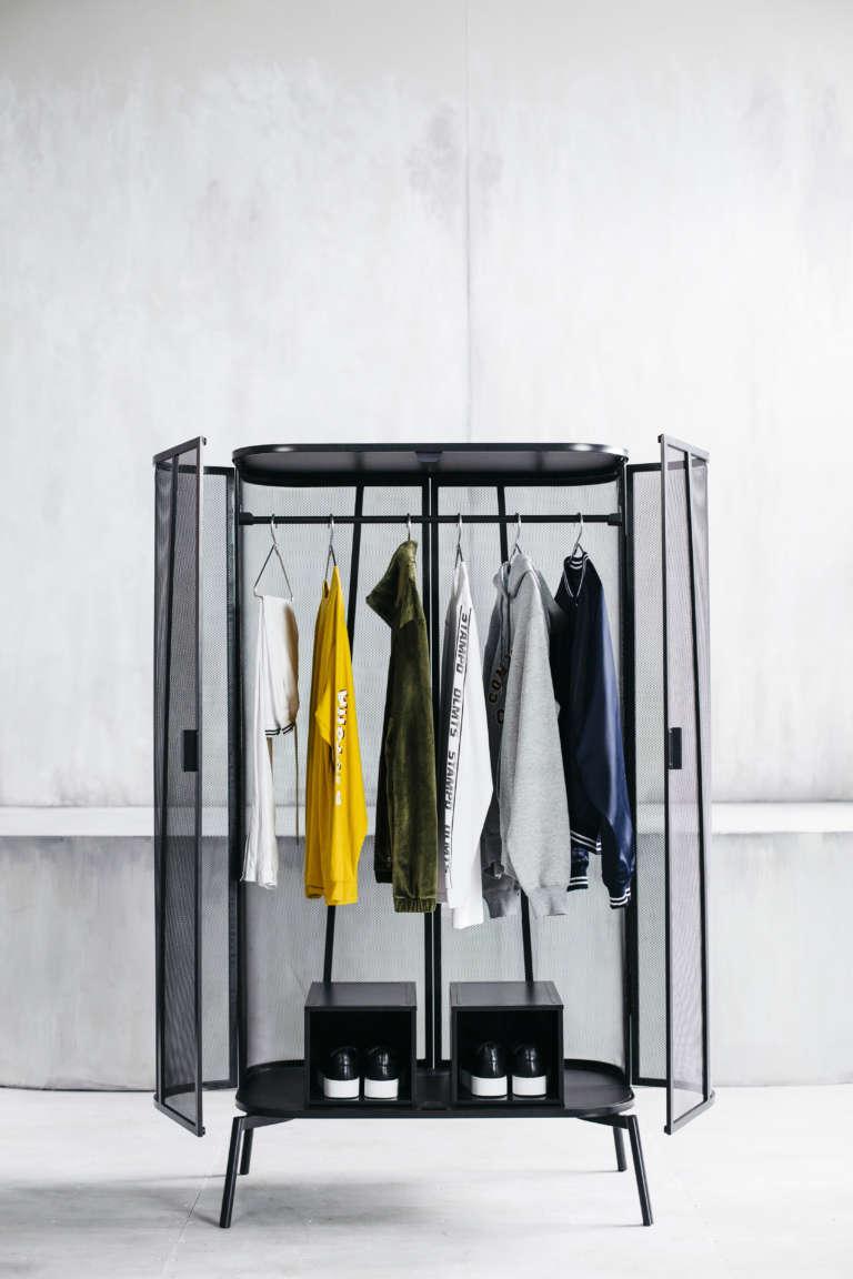Kleiderschrank aus der IKEA SPÄNST Kollektion aus pulverlackiertem Stahl ca. 229 EUR © Inter IKEA Systems B.V. 2018