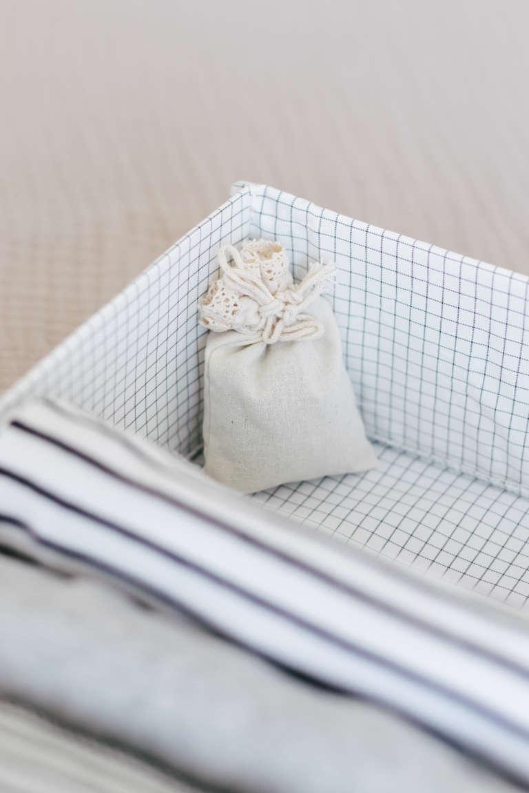 Ordnung Im Schlafzimmer Tipps Tricks Mehr Ordnung Kleiderschrank Klamotten Falten Bettlaken Falten Paulsvera 2 3