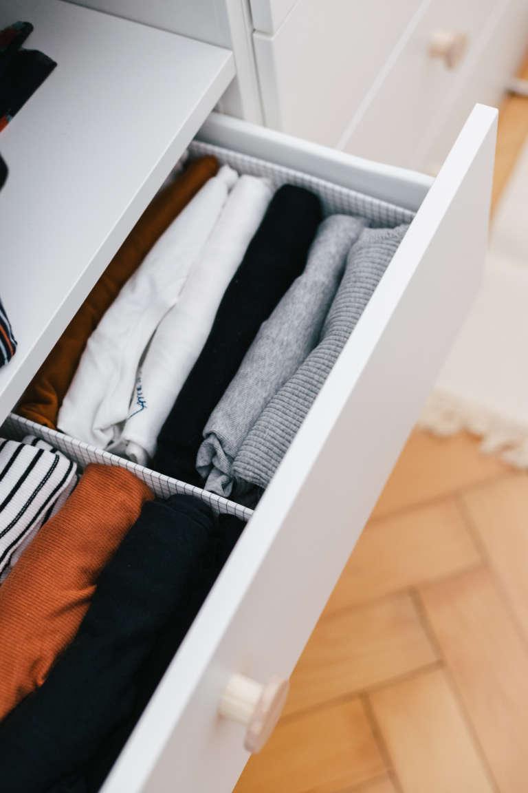 Ordnung Im Schlafzimmer Tipps Tricks Mehr Ordnung Kleiderschrank Klamotten Falten Bettlaken Falten Paulsvera 6
