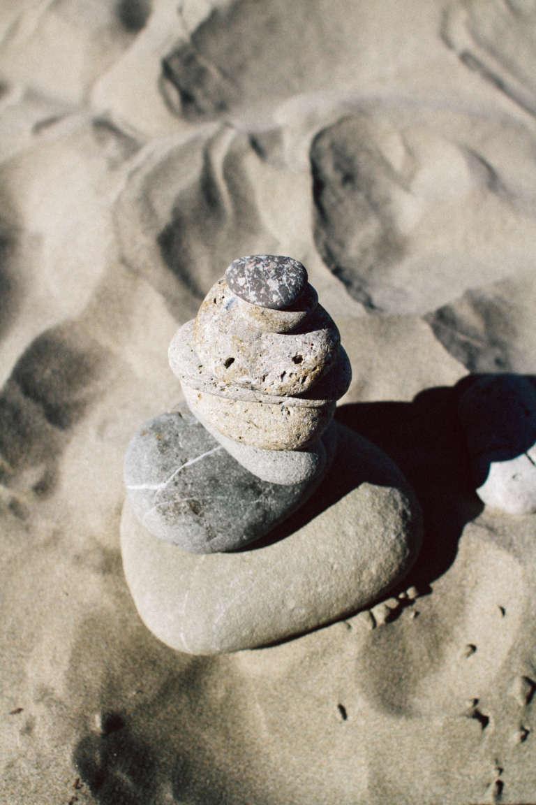 Strandurlaub-mit-Kindern-Urlaub-mit-Kindern-Strand-Neuseeland-Steine-paulsvera