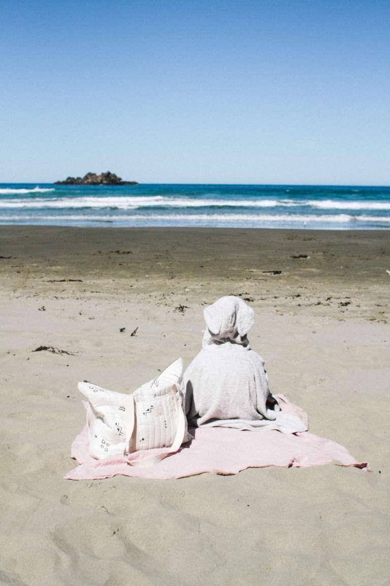 Urlaub-mit-Kindern-Strandaccessoires-Mulltuch-alleskönner-badeponcho-paulsvera-bio-ökologisch-nachhaltig
