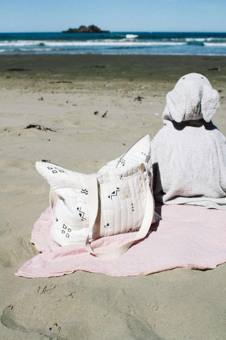 Strandaccessoires-Urlaub-mit-kindern-Strandurlaub-kind-Handtuch-Poncho-Kapuzenhandtuch-Packliste-paulsvera