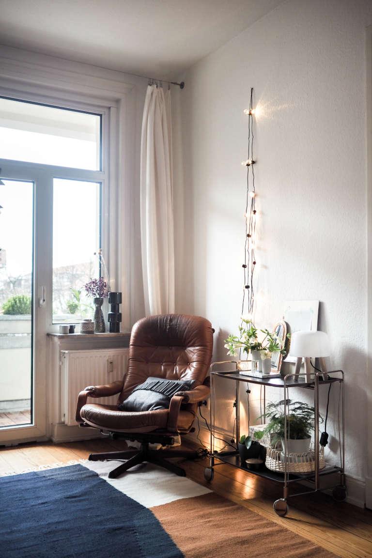 Wohnzimmer-Einrichten-Inspiration-Vintage-Sessel-Barwagen-skandivavisches-Design-Wohnzimmer-DIY-Home-Deko-Interior-paulsvera