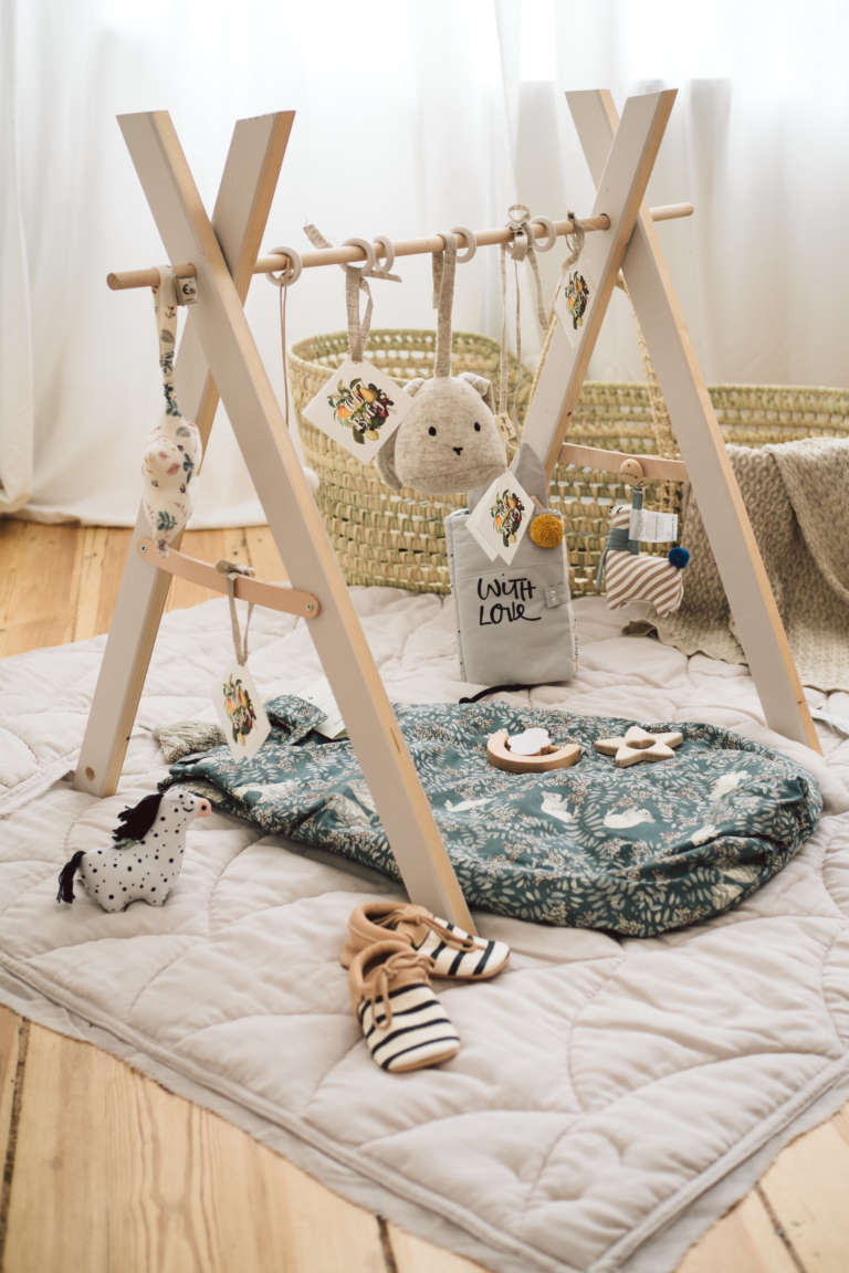 babyshower geschenkidee mit diy spielbogen paulsvera. Black Bedroom Furniture Sets. Home Design Ideas